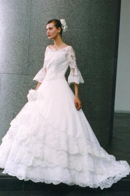 スリーブつきウェディングドレス